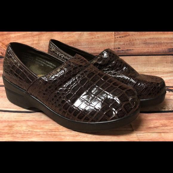 74d9bf86d8 Duck Head Shoes - 🧜 ♀ SALE - 3 for $25 Croc Nursing Shoes